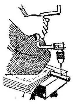 Как просверлить отверстие без тисков в круглом стержне или трубе