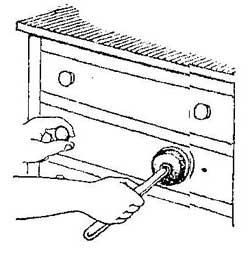 Как открыть ящик стола с помощью вантуза