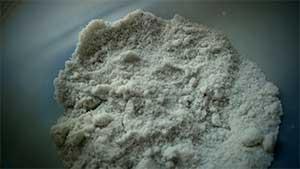Как спасти мокрую соль от отсырения