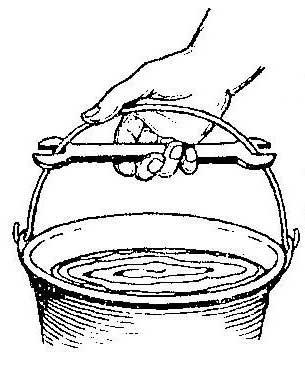 Как переносить ведро с помощью гаечного ключа