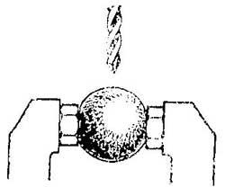 Как зажать металлический шарик для сверления