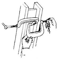 Как зажать детали неудобной формы при склеивании деталей